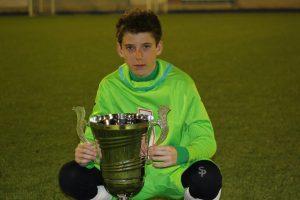 Luis Federico con su trofeo de campeón
