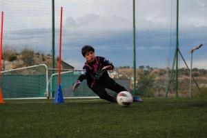 Pablo Lajarin intentando blocar el balón